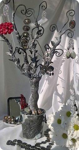 Дерево подставка для бижутерии.... Наряжая его в свои украшения..оно будет выглядеть по разному..!!! фото 1