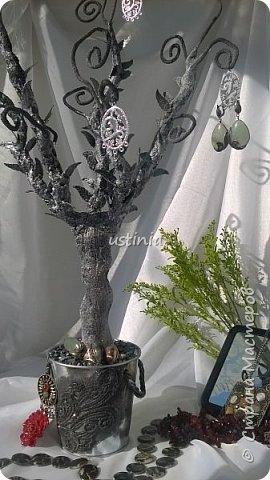 Дерево подставка для бижутерии.... Наряжая его в свои украшения..оно будет выглядеть по разному..!!! фото 7