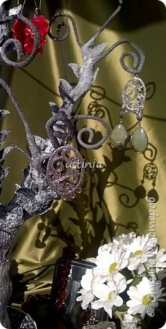 Дерево подставка для бижутерии.... Наряжая его в свои украшения..оно будет выглядеть по разному..!!! фото 4