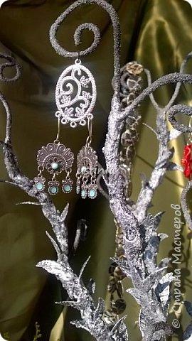 Дерево подставка для бижутерии.... Наряжая его в свои украшения..оно будет выглядеть по разному..!!! фото 8