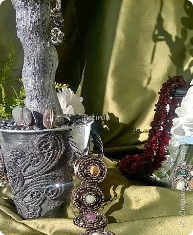 Дерево подставка для бижутерии.... Наряжая его в свои украшения..оно будет выглядеть по разному..!!! фото 5