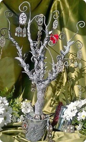 Дерево подставка для бижутерии.... Наряжая его в свои украшения..оно будет выглядеть по разному..!!! фото 6