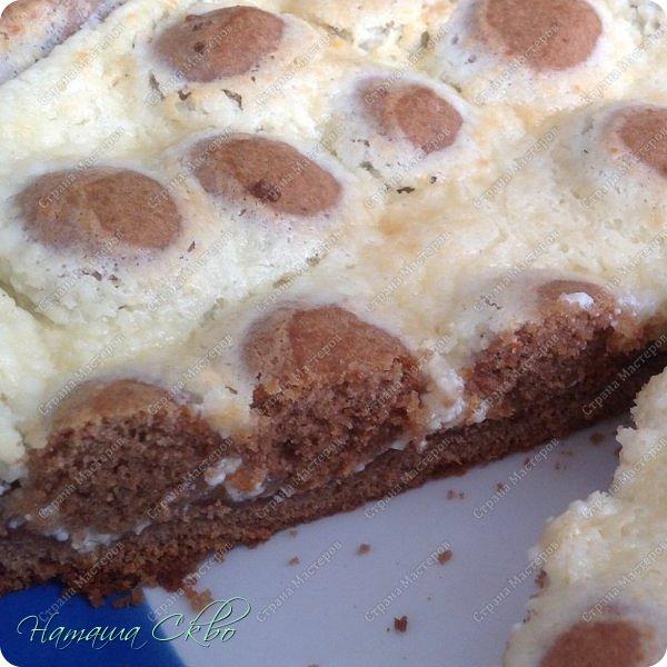 Всем доброго времени суток! Быстрый пирог песочного шоколадного теста и творожного крема. Хрустящая корочка, рассыпчатое тесто и нежная творожная начинка...  фото 2