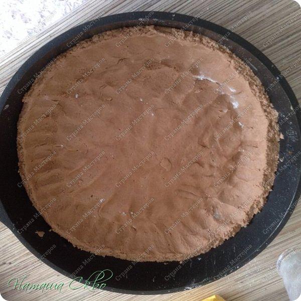 Всем доброго времени суток! Быстрый пирог песочного шоколадного теста и творожного крема. Хрустящая корочка, рассыпчатое тесто и нежная творожная начинка...  фото 7