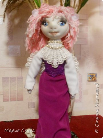 В Стране Мастеров столько очаровательных кукол! А у меня ни одной! Непорядок. Срочно исправляю (получилось, правда, не очень-то и быстро). И вот она, стоит, позирует. фото 1