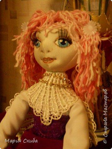 В Стране Мастеров столько очаровательных кукол! А у меня ни одной! Непорядок. Срочно исправляю (получилось, правда, не очень-то и быстро). И вот она, стоит, позирует. фото 2