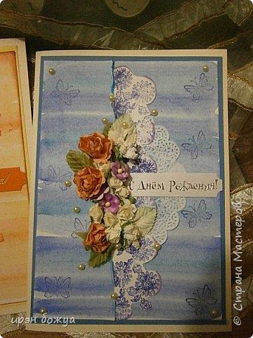 На прошлой недели в Ютубе посмотрела МК-как делать фон с помощью акварельных красок и штампов (https://www.youtube.com/watch?v=IXf3xmxnGQs).Решила попробовать. Вот результат. Сделала сразу 3 штуки в разной цветовой гамме.На двух открытках цветочки самодельные,наверное их сразу видно. Итак,смотрим. фото 11