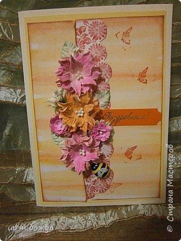 На прошлой недели в Ютубе посмотрела МК-как делать фон с помощью акварельных красок и штампов (https://www.youtube.com/watch?v=IXf3xmxnGQs).Решила попробовать. Вот результат. Сделала сразу 3 штуки в разной цветовой гамме.На двух открытках цветочки самодельные,наверное их сразу видно. Итак,смотрим. фото 8