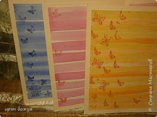 На прошлой недели в Ютубе посмотрела МК-как делать фон с помощью акварельных красок и штампов (https://www.youtube.com/watch?v=IXf3xmxnGQs).Решила попробовать. Вот результат. Сделала сразу 3 штуки в разной цветовой гамме.На двух открытках цветочки самодельные,наверное их сразу видно. Итак,смотрим. фото 26
