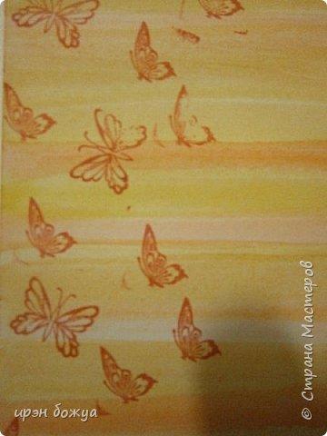 На прошлой недели в Ютубе посмотрела МК-как делать фон с помощью акварельных красок и штампов (https://www.youtube.com/watch?v=IXf3xmxnGQs).Решила попробовать. Вот результат. Сделала сразу 3 штуки в разной цветовой гамме.На двух открытках цветочки самодельные,наверное их сразу видно. Итак,смотрим. фото 9