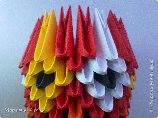 Петушок. Моя авторская работа. Я создала вот такого небольшого петушка - он состоит всего из 387 модулей. Делается легко и быстро. Я начинаю готовиться летом. Новый год незаметно подкрадется, а у меня уже подарки готовы - красивые, красочные, праздничные петушки) фото 12