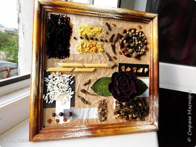для работы нам понадобится: рамка для фото без стекла,различная цветная бумага или картон, специи (перец, приправа и т.д.), чай, макароны, кофе и я добавила розочку фото 7