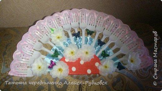 веер из пластиковых вилок фото 3