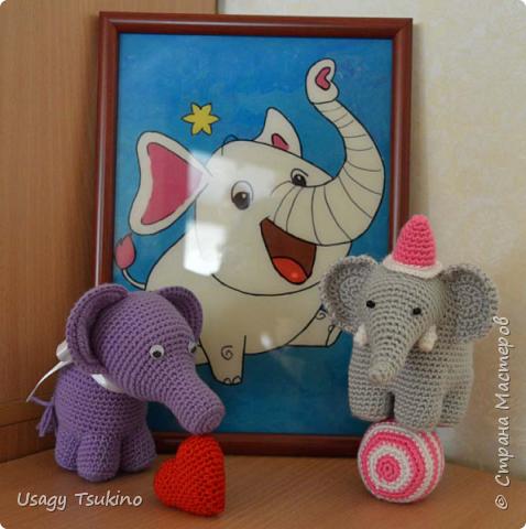 """Добрый вечер, Страна Мастеров! Предложили мне принять участие в благотворительной акции """"Купи слона, спаси ребенку жизнь!"""" Сначала для этой акции малыши делали слоников из соленого теста, рисовали картинки со слонами.  Я же решила, что свяжу пару слоников и сделаю картину из пластина. При чем игрушки я уже вязала, а пластилином не рисовала, но очень хотелось попробовать. Вот, что у меня получилось. фото 15"""