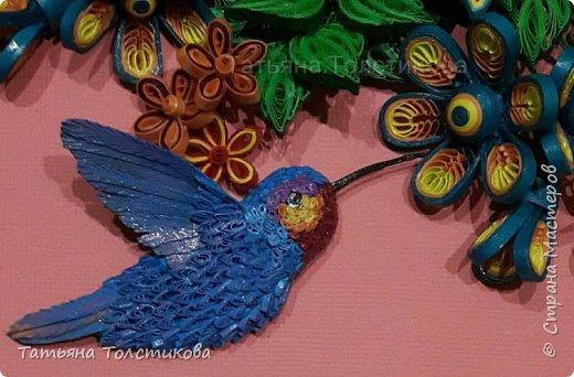 Лето....вокруг столько ярких красок и вдохновения! Очередная картина с маленькими чудо птичками- колибри. В нашей стране таких птичек нет, но я очень люблю разглядывать фото с этими удивительными созданиями, и вот, насмотревшись, я сделала такую небольшую картину размером 30×21. Делюсь теперь с вами своим творчеством. Приятного просмотра! фото 3