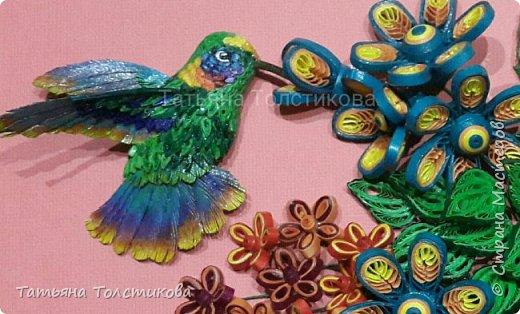 Лето....вокруг столько ярких красок и вдохновения! Очередная картина с маленькими чудо птичками- колибри. В нашей стране таких птичек нет, но я очень люблю разглядывать фото с этими удивительными созданиями, и вот, насмотревшись, я сделала такую небольшую картину размером 30×21. Делюсь теперь с вами своим творчеством. Приятного просмотра! фото 4