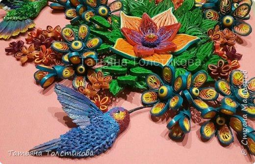 Лето....вокруг столько ярких красок и вдохновения! Очередная картина с маленькими чудо птичками- колибри. В нашей стране таких птичек нет, но я очень люблю разглядывать фото с этими удивительными созданиями, и вот, насмотревшись, я сделала такую небольшую картину размером 30×21. Делюсь теперь с вами своим творчеством. Приятного просмотра! фото 2