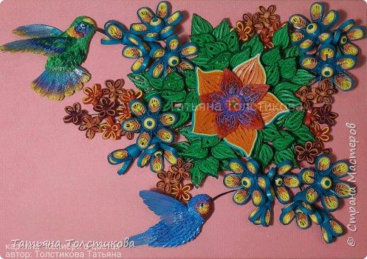 Лето....вокруг столько ярких красок и вдохновения! Очередная картина с маленькими чудо птичками- колибри. В нашей стране таких птичек нет, но я очень люблю разглядывать фото с этими удивительными созданиями, и вот, насмотревшись, я сделала такую небольшую картину размером 30×21. Делюсь теперь с вами своим творчеством. Приятного просмотра! фото 1