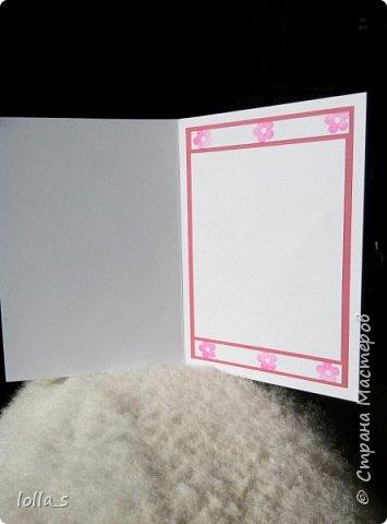 Открытка поздравительная. Основа-картон белого, насыщенного розового и нежного молочного цвета. Оформлена цветами, листиками и завитками в технике квиллинг. Украшена стразиками. Внутри есть место для поздравления. Размер открытки 15х10.5 см. фото 4