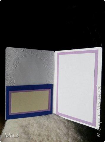 """Открытка с карманчиком для денег. Основа-плотный картон с тиснением """"бабочки"""", картон фиолетового и синего цветов. Украшена цветам, листиками в технике квиллинг. В фиолетово-сине-бежевой цветовой гамме. Открытка подарена мужчине на 80-ти летний юбилей. Цифра 80 также в технике квиллинг.  фото 4"""