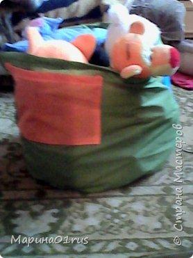 Просматривая и сортируя детские игрушки я наткнулась на старую палатку, выкинуть ее было жалко, поэтому и пришла идея сшить из нее мешок для хранения игрушек.  Нашла Мк в интернете http://www.diy.ru/post/8232/ и вот что получилось. фото 6