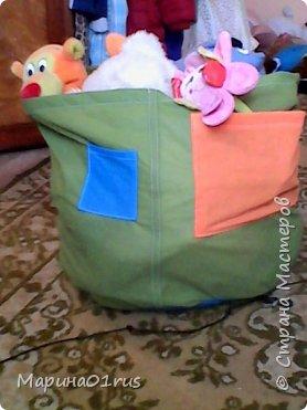 Просматривая и сортируя детские игрушки я наткнулась на старую палатку, выкинуть ее было жалко, поэтому и пришла идея сшить из нее мешок для хранения игрушек.  Нашла Мк в интернете http://www.diy.ru/post/8232/ и вот что получилось. фото 7