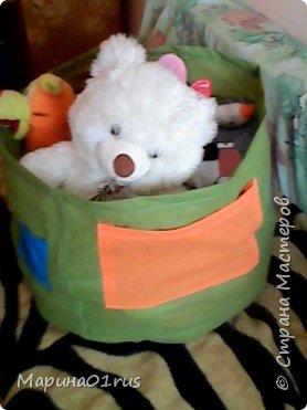 Просматривая и сортируя детские игрушки я наткнулась на старую палатку, выкинуть ее было жалко, поэтому и пришла идея сшить из нее мешок для хранения игрушек.  Нашла Мк в интернете http://www.diy.ru/post/8232/ и вот что получилось. фото 9