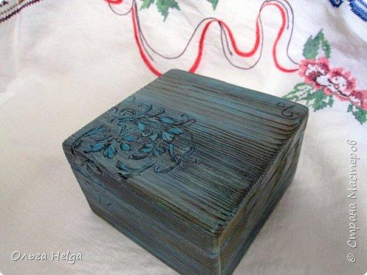 Доброго всем дня. Хочу показать сегодня комплект шкатулочку и расческу, заказали в подарок. Шкатулка мдф, сделан декупаж распечаткой, на боковинках и вокруг рисунка немного узора текстурной пастой. Картинка - прекрасные розы Catharina Klein. фото 6