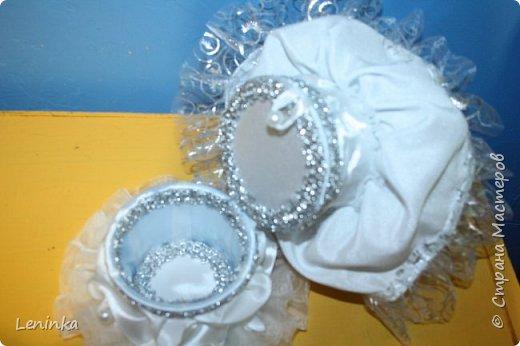 Вот такая невеста к меня получилась. Волосы - это капроновые нитки, пришлось прошивать головку кукле полностью, т.к дешовые куклы все лысые.В работе использовала атласные ленты, атласную ткань, капроновые ленты, сетку, кружево. фото 6