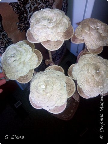 Вот такую чудесную вазу с цветами сотворила в качестве подарка ко дню рождению ! Именинница была в восторге!)Приятно приносить людям радость!! фото 6