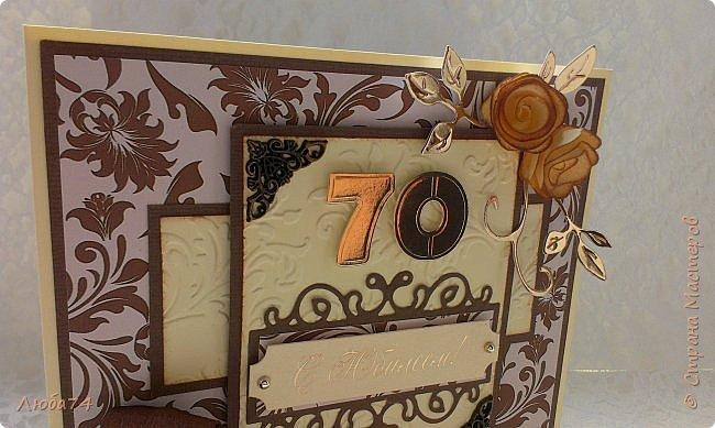 """Добрый день, жители Страны Мастеров! Сегодня у меня очередная, заказная мужская открытка к Юбилею 70 лет. Размер открытки 15х15 см. Основа картон пл. 230гр/м2 светло-желтого цвета,  кардсток текстурированный коричневый пл. 216 гр/м2 и распечатанный фон на принтере с коллекции """"за чашкой кофе"""". Также использовала вырубку, стразы, ленту атласную и капроновую, металлические уголки.  фото 6"""