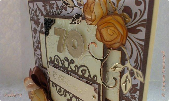 """Добрый день, жители Страны Мастеров! Сегодня у меня очередная, заказная мужская открытка к Юбилею 70 лет. Размер открытки 15х15 см. Основа картон пл. 230гр/м2 светло-желтого цвета,  кардсток текстурированный коричневый пл. 216 гр/м2 и распечатанный фон на принтере с коллекции """"за чашкой кофе"""". Также использовала вырубку, стразы, ленту атласную и капроновую, металлические уголки.  фото 9"""