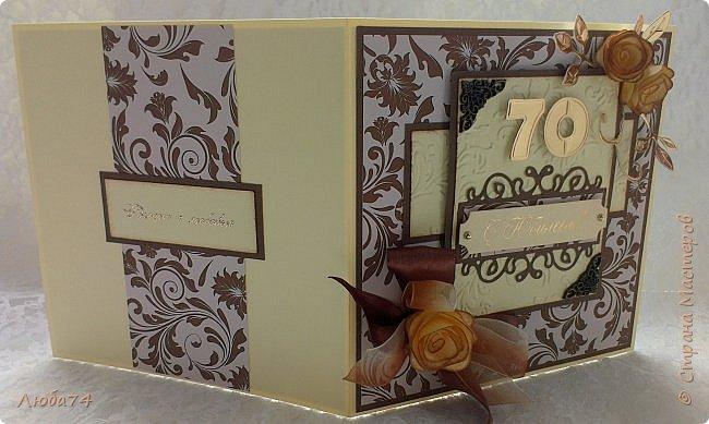 """Добрый день, жители Страны Мастеров! Сегодня у меня очередная, заказная мужская открытка к Юбилею 70 лет. Размер открытки 15х15 см. Основа картон пл. 230гр/м2 светло-желтого цвета,  кардсток текстурированный коричневый пл. 216 гр/м2 и распечатанный фон на принтере с коллекции """"за чашкой кофе"""". Также использовала вырубку, стразы, ленту атласную и капроновую, металлические уголки.  фото 14"""