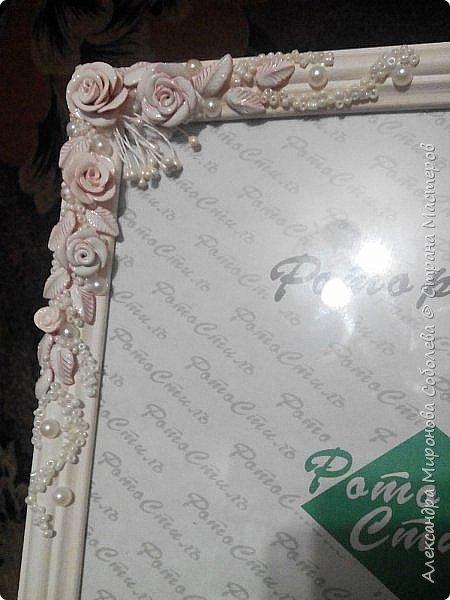 Вот такой подарок-сюрприз я приготовила для молодоженов. Сделала свадебный набор, осталось несколько розочек... налепила еще несколько цветочков, листиков, покрыла автоэмалью  (розочки разных оттенков были). фото 2
