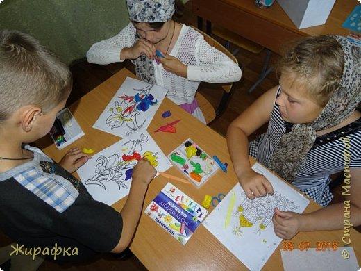 Эти Ирисы сделала Дарья, 9 лет. Работа одна, а фоны разные.   фото 2