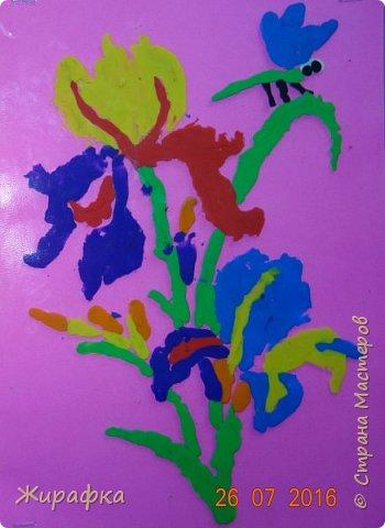 Эти Ирисы сделала Дарья, 9 лет. Работа одна, а фоны разные.   фото 7