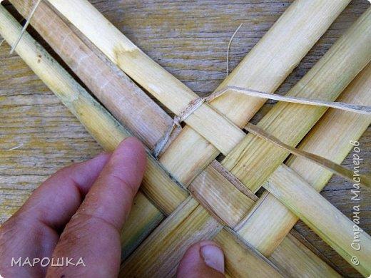 будем делать вот такую салфетку или подставку по горячее, понадобятся: рогоз (чакан), скалка, ножницы, нож фото 26