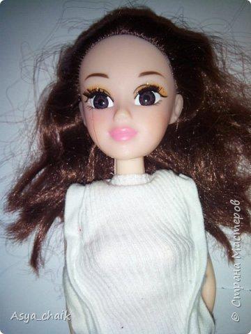 и маме кукле поменяли прическу) делала всё по проверенной схеме: выдернула-прошила-расплела-причесала фото 2