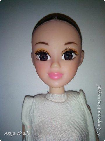 и маме кукле поменяли прическу) делала всё по проверенной схеме: выдернула-прошила-расплела-причесала фото 3