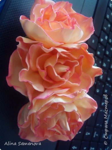 Объемные венки с цветами из фома фото 1