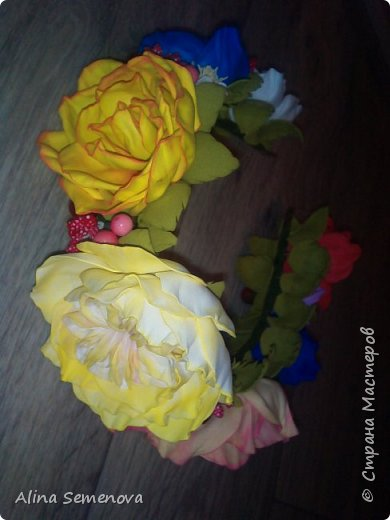 Объемные венки с цветами из фома фото 4