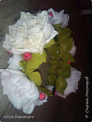 Объемные венки с цветами из фома фото 12