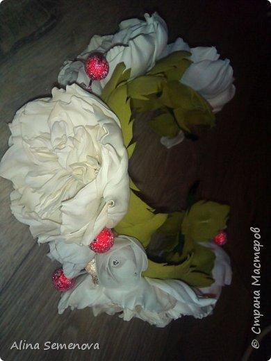 Объемные венки с цветами из фома фото 13
