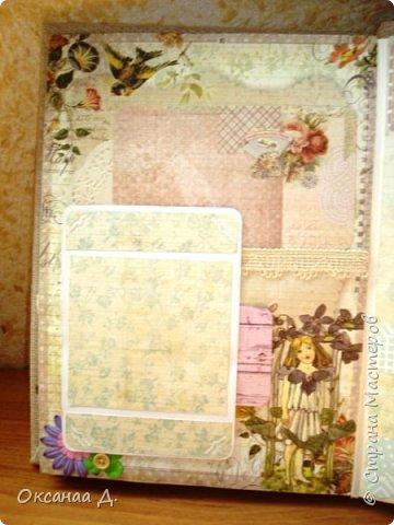 Альбом размером А 4 ,делался довольно долго. Бумагу купила со скидкой,видно из очень старых коллекций))))),но мне нравится,красивая. Обложка мягкая. фото 11
