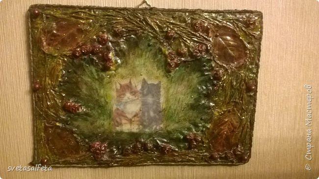 Обратный декупаж создание сложного фона кракелюром, роспись контуром и золотой краской на лицевой части тарелки фото 9