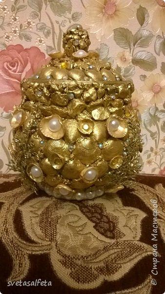 Обратный декупаж создание сложного фона кракелюром, роспись контуром и золотой краской на лицевой части тарелки фото 20