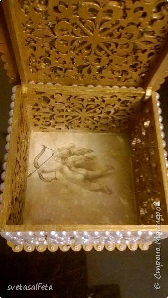 Обратный декупаж создание сложного фона кракелюром, роспись контуром и золотой краской на лицевой части тарелки фото 19