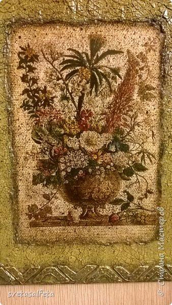 Обратный декупаж создание сложного фона кракелюром, роспись контуром и золотой краской на лицевой части тарелки фото 7