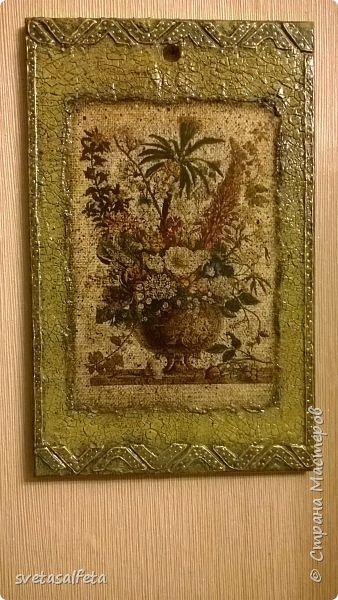 Обратный декупаж создание сложного фона кракелюром, роспись контуром и золотой краской на лицевой части тарелки фото 5
