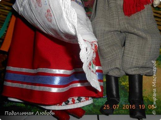 """Это моя работа на областной конкурс по изготовлению кукол-мотанок  """"Слобожанський хоровод"""", посвященный 25-й годовщине независимости Украины. Согласно условиям конкурса куклы должны крепиться на планшет размером 50х70 см. Рост кукол по 50 см. Куклы сделаны узелковым способом, то есть без применения иглы. Но главное условие, они должны быть в традиционных костюмах, присущих именно нашему Богодуховскому району. Для этого мною была проведены  этнографические исследования. Первоначально я дала объявление в районную газету с призывом к местному населению подключиться к данным исследованиям. фото 9"""